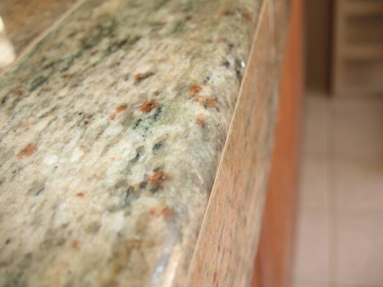 Bullnose edge on countertop